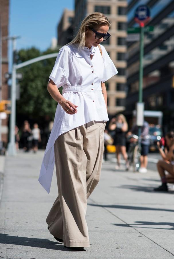 Camisa assimétrica é uma boa opção para combinar com a pantalona (Foto: Imax Tree)
