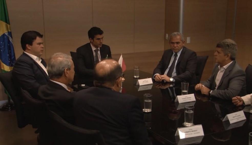 -  Autoridades reunidas com o ministro de Minas e Energia, Fernando Filho, em Brasília  Foto: Agência Santarém/Divulgação