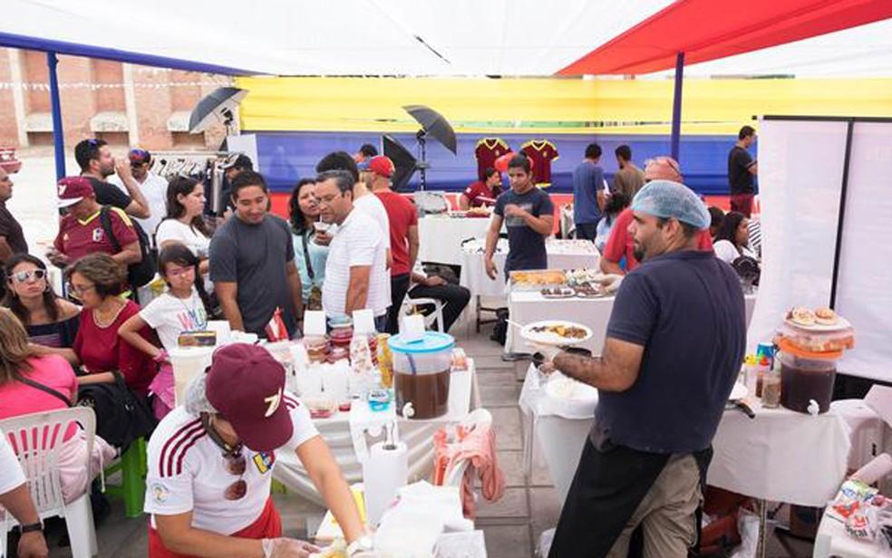 Festival de comida venezuelana em Lima, onde refugiados da crise apresentaram comidas típicas (Foto: DM/E. Vannes)