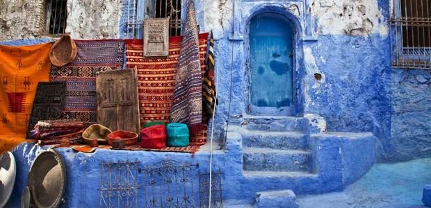 Pintar a casa de azul todos os anos é tradição em Chefchaouen (Foto: Memphis Tour/ Reprodução)