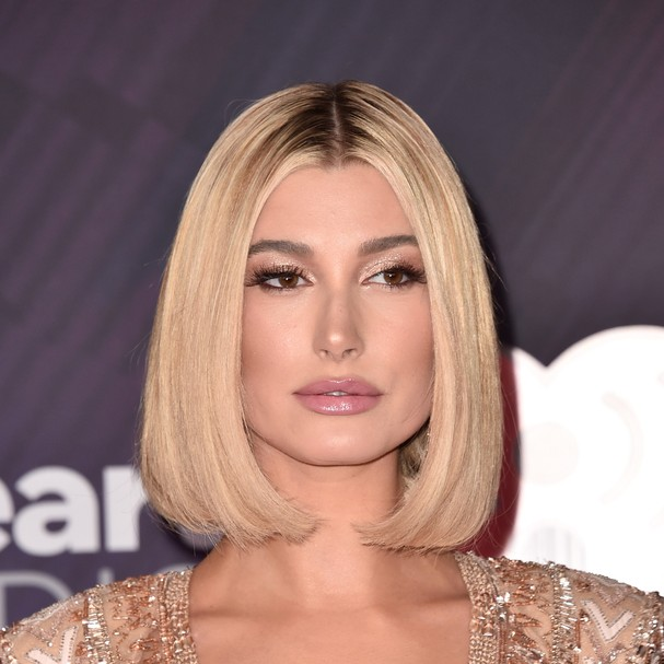 INGLEWOOD, CA - MARCH 11:  Co-host Hailey Baldwin arrives at the 2018 iHeartRadio Music Awards which broadcasted live on TBS, TNT, and truTV at The Forum on March 11, 2018 in Inglewood, California.  (Photo by Alberto E. Rodriguez/Getty Images) (Foto: Getty Images)
