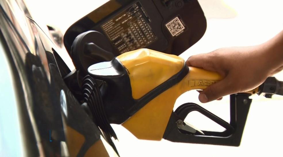 O litro da gasolina chega a ser comercializado por até R$ 4,966 na cidade de Crateús. — Foto: Ricardo Caroba/EPTV
