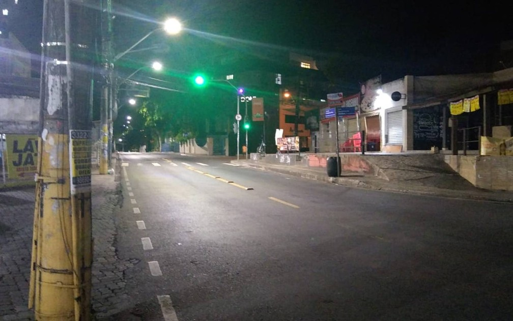 Primeira noite do toque de recolher com horário ampliado tem ruas vazias em Salvador — Foto: Danutta Rodrigues/G1 Bahia