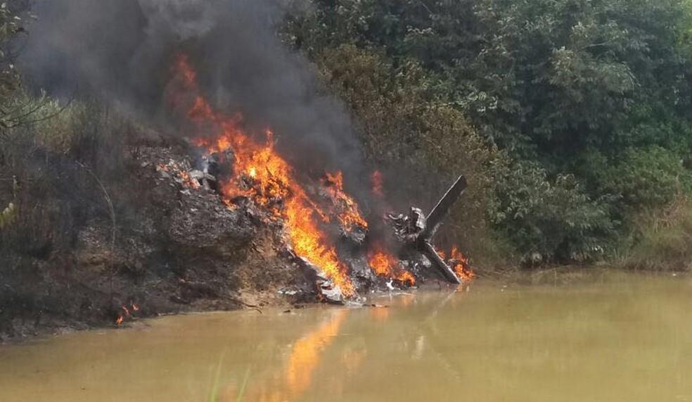 Avião cai, explode e deixa três pessoas mortas em Itaituba, no Pará (Foto: Delegado Vicente Gomes)