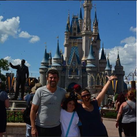 Milhem Cortaz e a família (Foto: Reprodução/ Instagram)