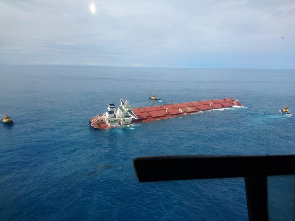 Navio Stellar Banner carregado de minério de ferro sofre possível fissura no casco no meio do Oceano Atlântico — Foto: Divulgação