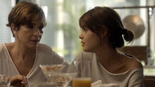 Nanda confirma para a mãe que pretende terminar com Caíque