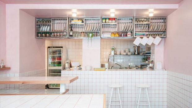 Restaurante em Paris tem interiores millennial pink para você se apaixonar (Foto: Studio Sur Rue/Divulgação)