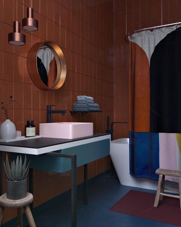 Décor do dia: banheiro geométrico em tons dramáticos (Foto: Divulgação)