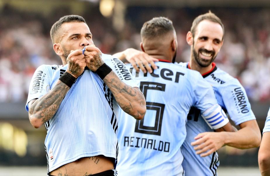 Fôlego de Daniel Alves e Juanfran surpreende, mas jogadores do São Paulo serão avaliados