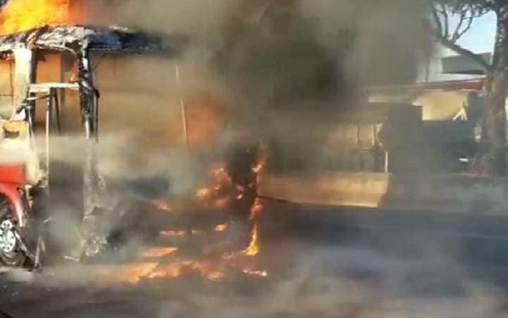Ônibus de passageiros pega fogo na BR-265, na saída de Lavras, MG - Notícias - Plantão Diário