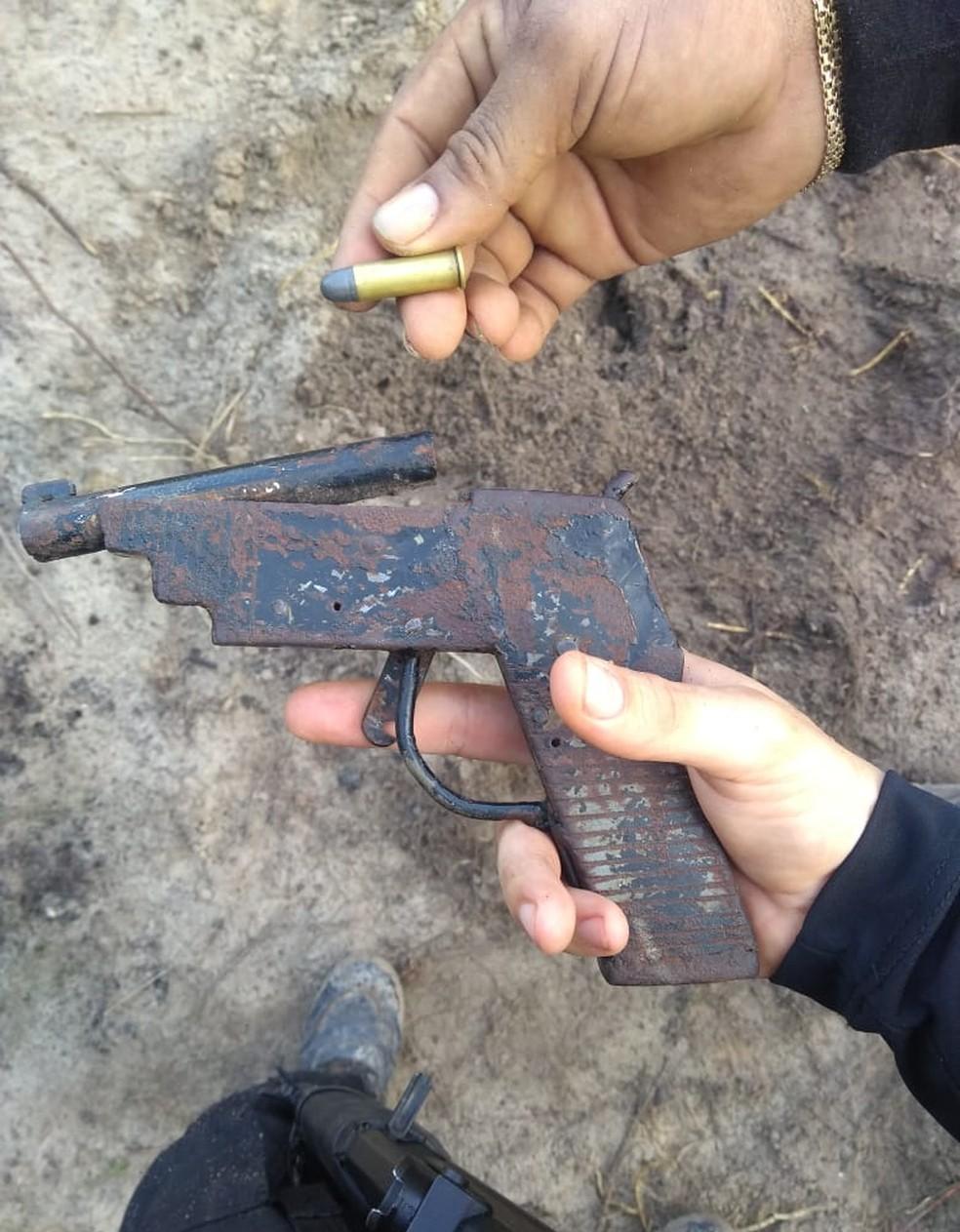 Além da erva destruída e prisão, a Polícia também apreendeu armas. — Foto: Reprodução / Polícia Civil