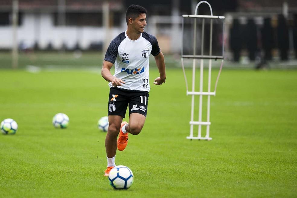 ... Daniel Guedes no centro de treinamento do Santos — Foto  Ivan Storti  Santos FC 6413766b2047e