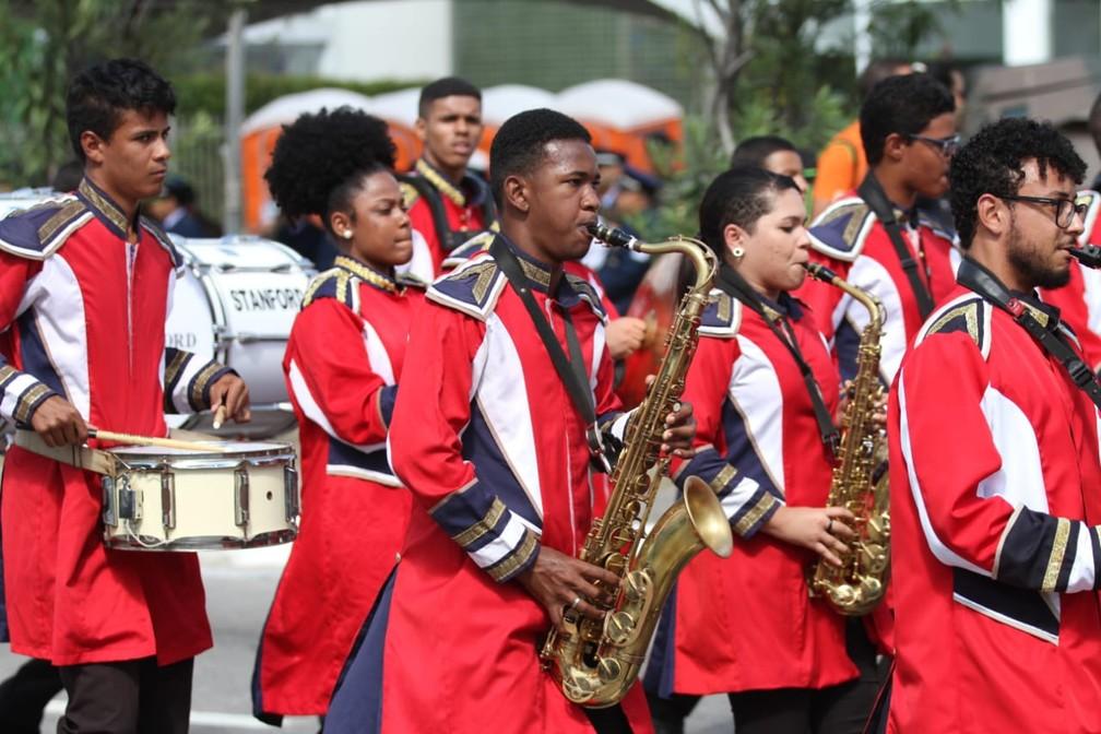 Bandas de escolas participam de desfile pela Avenida Mascarenhas de Morais, na Zona Sul do Recife, durante celebração do 7 de Setembro, no Recife (Foto: Marlon Costa/Pernambuco Press)
