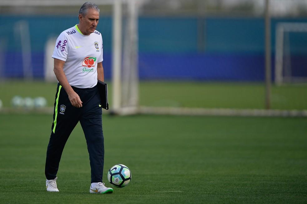 Tite terá privacidade no treino de bolas paradas, em Porto Alegre (Foto: Pedro Martins / MoWA Press)
