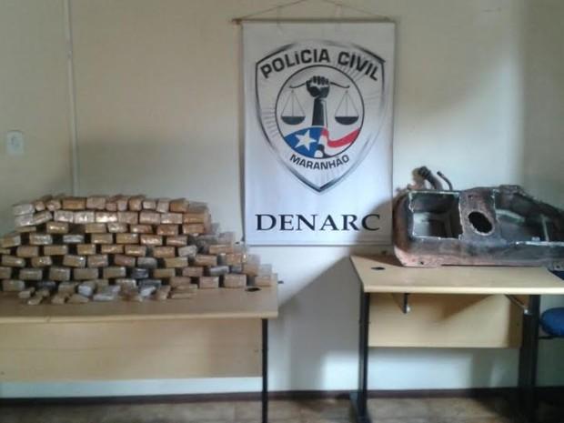 100 kg de maconha estavam escondido em veículo (Foto: Denarc)