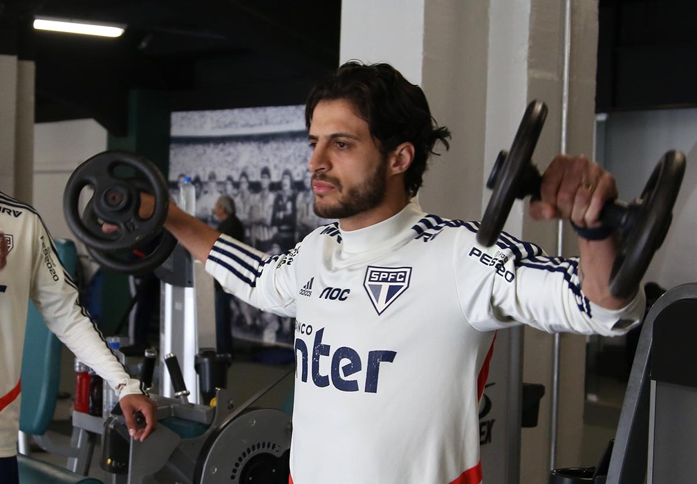 Hudson trabalha na academia do Couto Pereira — Foto: Rubens Chiri/saopaulofc.net