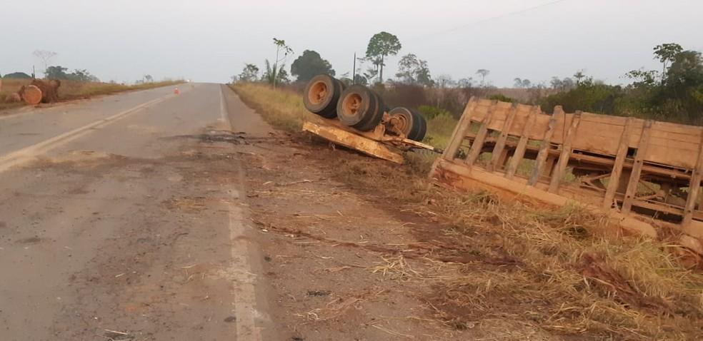 Três pessoas morreram e duas ficaram feridas em acidente na BR-364 — Foto: PRF/Divulgação