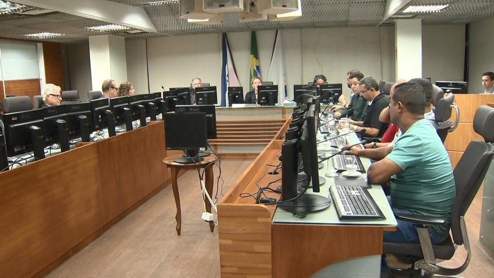Reunião com rodoviários para o fim da greve no Espírito Santo — Foto: Reprodução/ TV Gazeta
