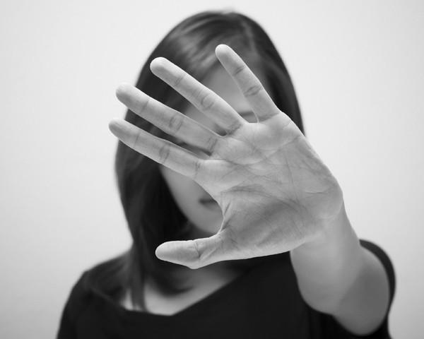 Chega de impunidade! Câmara aprova projeto que torna crime a importunação sexual e divulgação de cena de estupro e aumenta pena para estupro coletivo (Foto: Thinkstock)