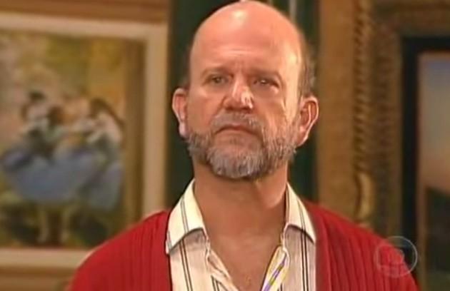 Em 'A próxima vítima' (1995), o mistério foi criado em torno de uma série de assassinatos aparentemente sem conexão. No final, descobriu-se que o culpado era Adalberto (Cecil Thiré).  Na versão reprisada, o assassino foi Ulisses (Otávio Augusto). (Foto: Reprodução da internet)