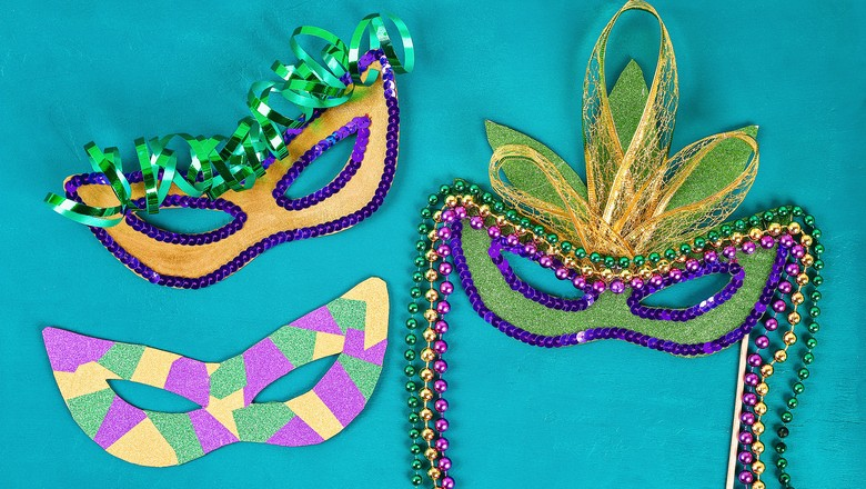 Use papelão e materiais recicláveis para criar máscaras de Carnaval (Foto: Getty Images)