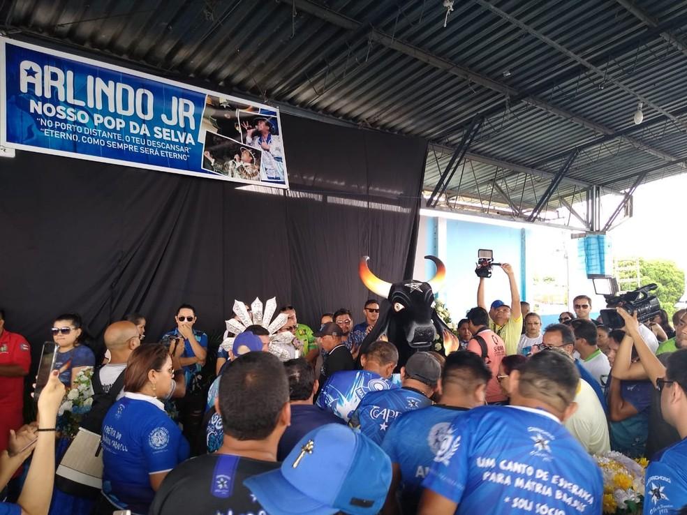 Cantor Arlindo Jr. é velado em Parintins, no Amazonas — Foto: Jean Beltrão/Rede Amazônica