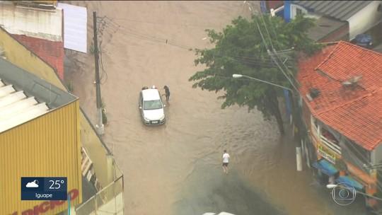 Chuva faz cidade de SP entrar em estado de atenção para alagamentos neste sábado