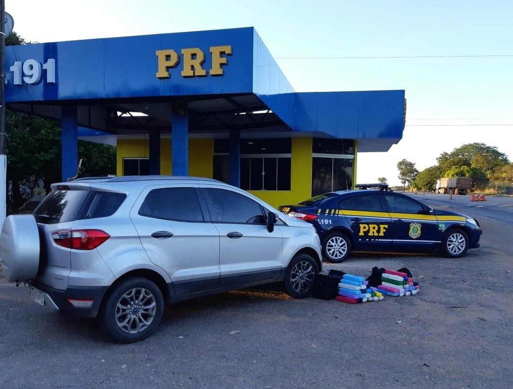 Dois são presos após PRF encontrar mais de 40 quilos de maconha em carro
