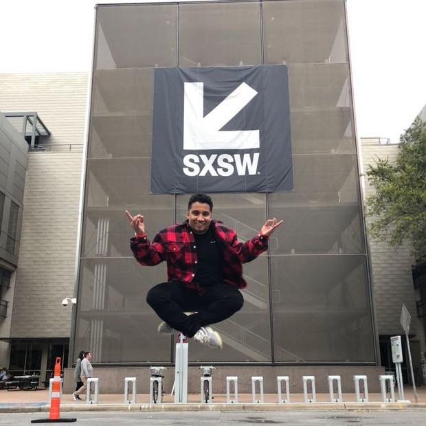 Kondzilla brinca durante a chegada ao SXSW, em Austin, Texas (Foto: Reprodução/Instagram)