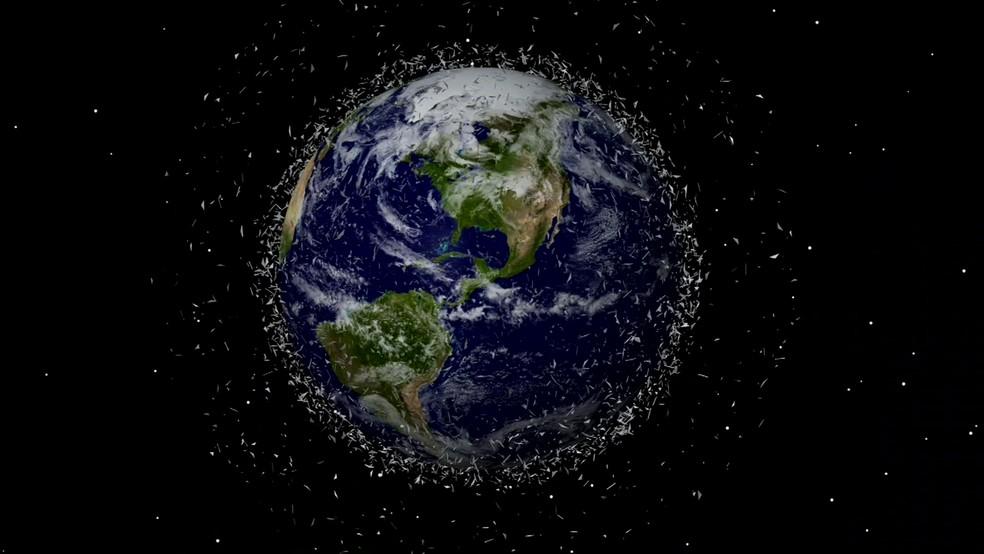 Lixo encontrado é composto por pedaços de rocha, naves espaciais aposentadas e itens que os astronautas deixaram para trás (Foto: BBC)
