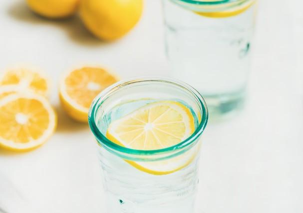 Água com limão (Foto: Thinkstock)