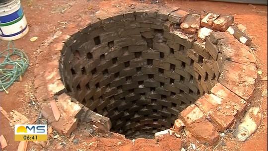 Pai e filho são encontrados mortos em poço desativado e homem que morava com eles confessa o crime