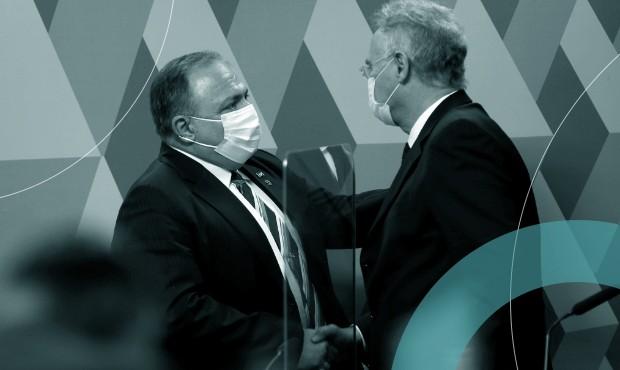 Ex-ministro da Saúde Eduardo Pazuello é cumprimentado pelo relator da CPI da Covid, Renan Calheiros