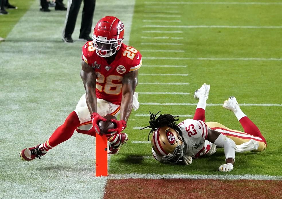 Damien Williams vira o jogo para os Chiefs — Foto: Reuters