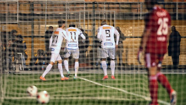 André Neymar Santos x Universidad (Foto: Marcos Ribolli / Globoesporte.com)