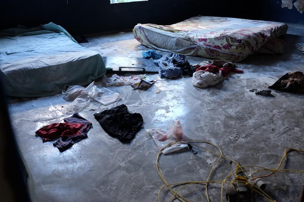 Objetos pessoais foram deixados para trás pelos moradores (Foto: Inaê Brandão/G1 RR)
