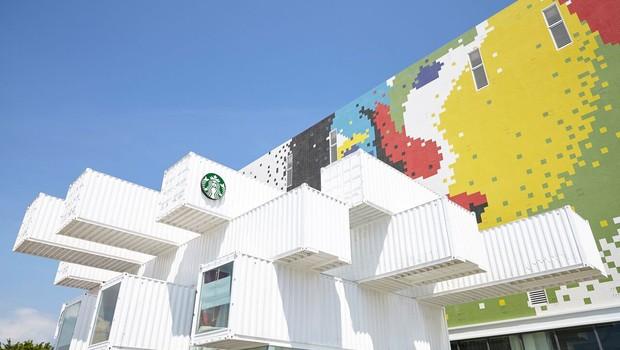 Loja modelo em sustentabilidade construída com 29 contêineres reciclados em Taiwan (Foto: Divulgação)