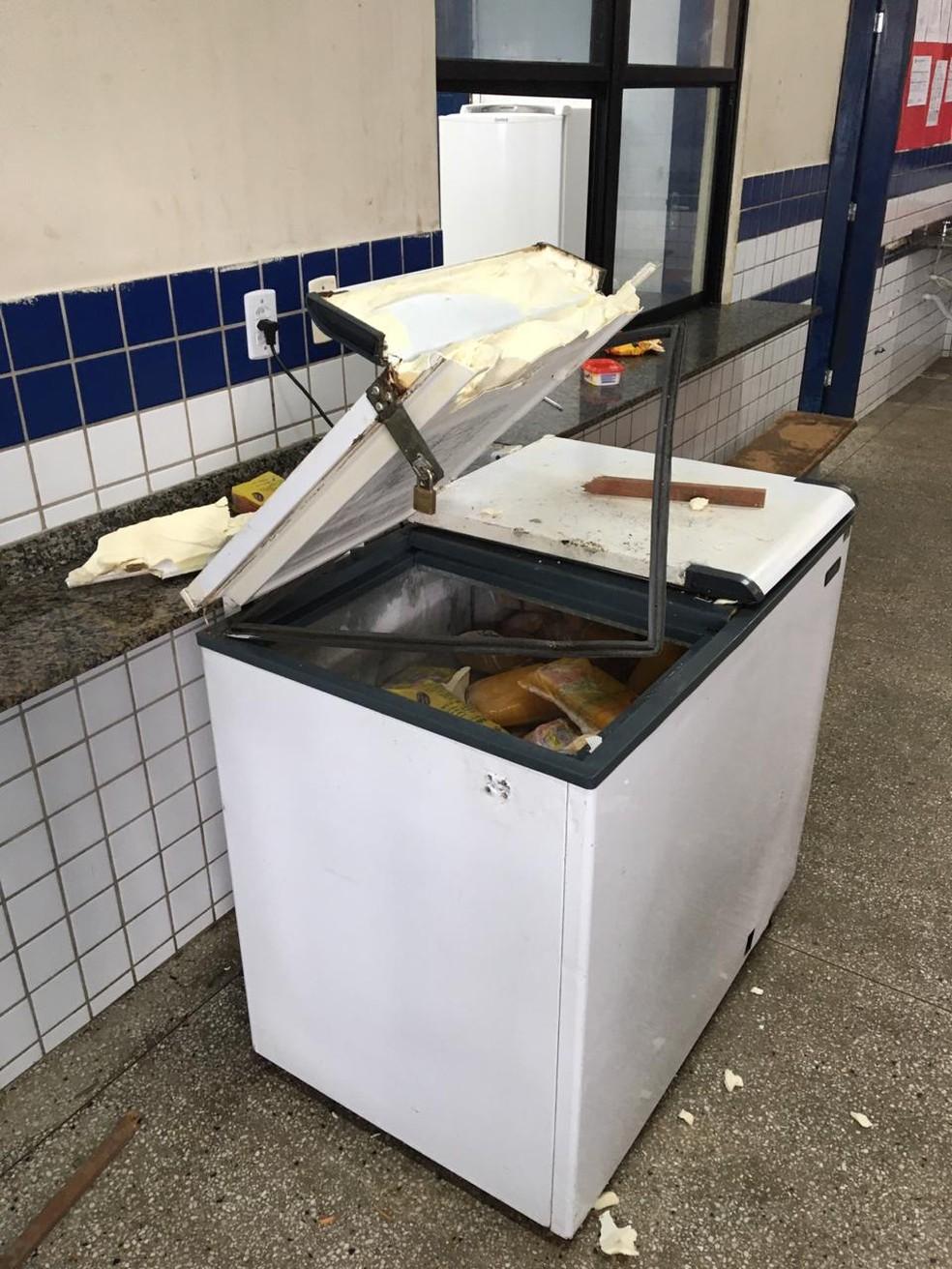 Freezer foi arrombado  — Foto: Reprodução