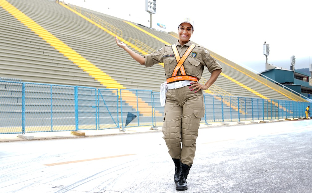 Alexandra Olímpio é guarda municipal no Rio de Janeiro há 8 anos — Foto: Marcos Serra Lima/G1