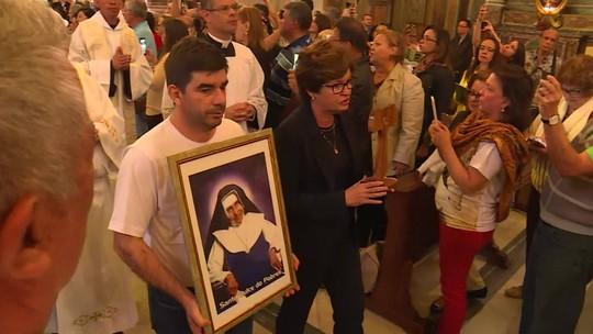 Cardeal brasileiro reza missa em homenagem à Santa Dulce