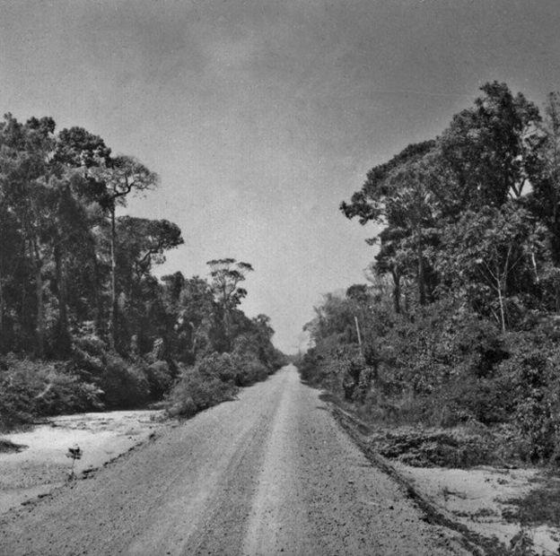 Trecho da rodovia Transamazônica no Amazonas; obra foi planejada pela ditadura militar para integrar Amazônia ao resto do país (Foto: ibge)