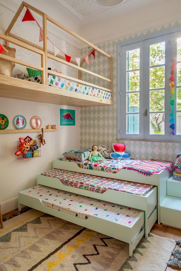 Décor do dia: quarto infantil colorido com mezanino, tricama e tenda (Foto: André Nazareth)