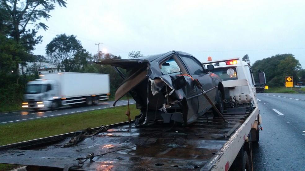 Apesar da violência do impacto, motorista sofreu ferimentos leves (Foto: PRF/Divulgação)