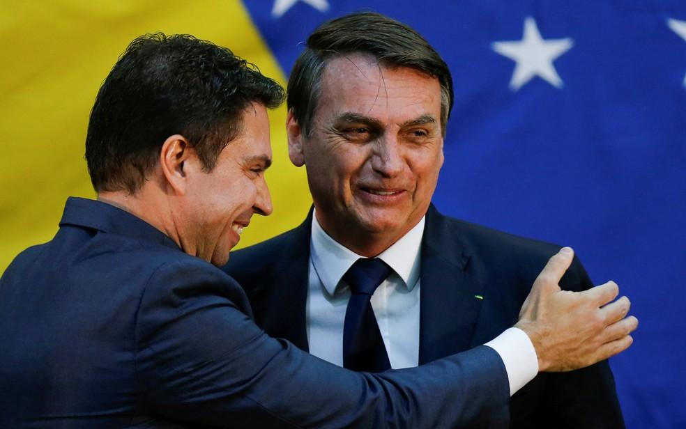 Alexandre Ramagem, escolhido novo diretor-geral da PF, cumprimenta Bolsonaro em foto de julho de 2019 — Foto: Adriano Machado/Reuters