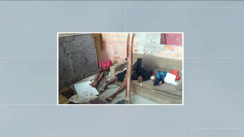 Homens teriam sido torturados por suspeita de participação em crime (Foto: Reprodução/TV Globo)