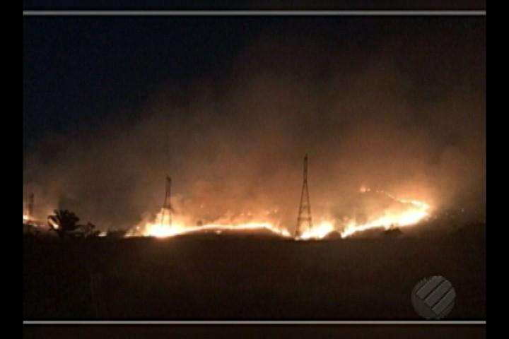 Incêndio volta a se espalhar pelo Parque Nacional dos Campos Ferruginosos, no Pará - Notícias - Plantão Diário
