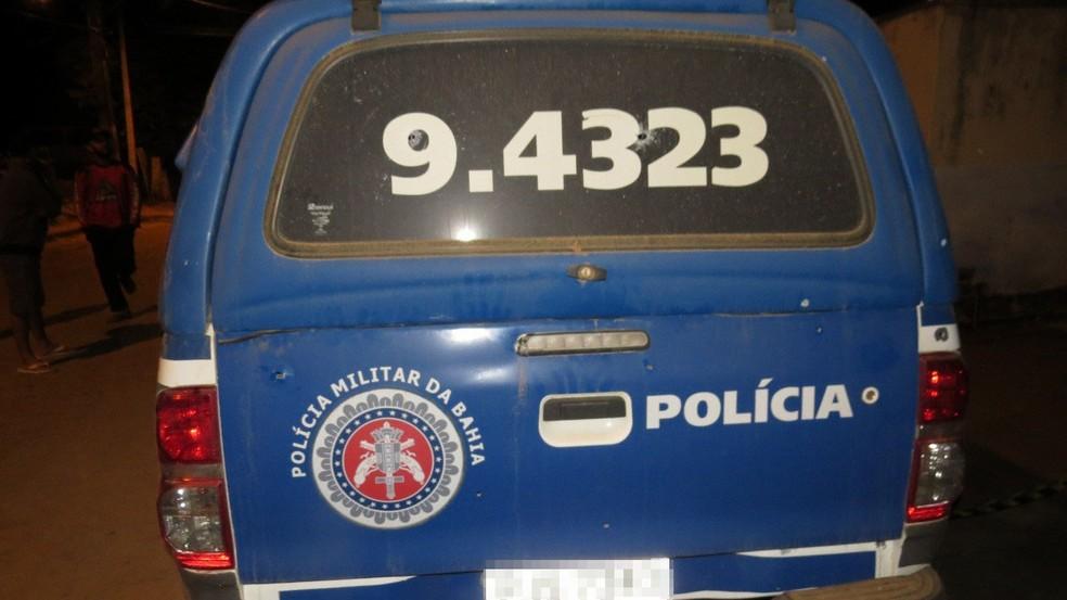 Durante o crime, aproximadamente 18 tiros foram disparados contra uma viatura da Polícia Militar. — Foto: Site Jucurunet