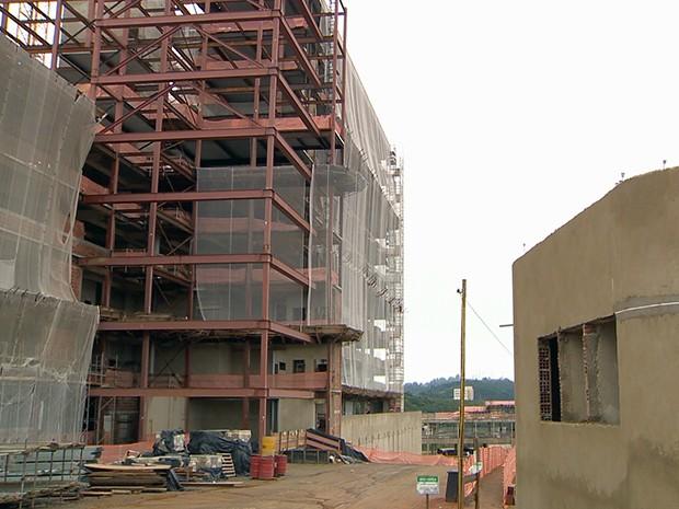 Polícia Federal e Ministério Público Federal deflagram operação contra fraudes em obras de hospital da UFJF