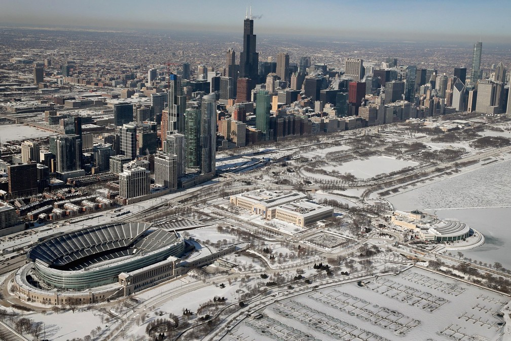 Chicago, em Illinois, ficou coberta de neve na quinta-feira (31)   — Foto: Scott Olson / Getty Images América do Norte / AFP